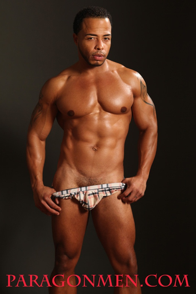 Dee Whitt 002 Ripped Muscle Bodybuilder Strips Naked and Strokes His Big Hard Cock for at Paragon Men photo1 - Dee Whitt at Paragon Men!