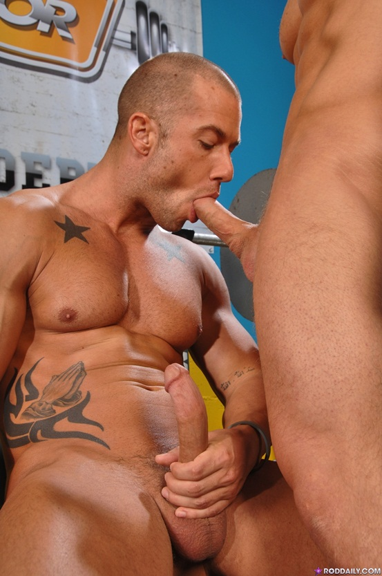 Rod-Daily-take-a-bouncy-ride-on-James-Huntsman-thick-meaty-pole-05-Ripped-Muscle-Bodybuilder-Strips-Naked-and-Strokes-His-Big-Hard-Cock-photo