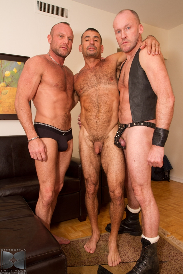 Bareback fuck threesome Paul Stag and Chad Brock with Ben Venido 01 Ripped Muscle Bodybuilder Strips Naked and Strokes His Big Hard Cock torrent photo1 - Bareback fuck threesome Paul Stag and Chad Brock with Ben Venido