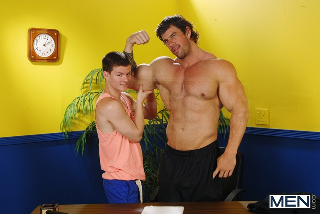 Massive-muscle-hunk-Zeb-Atlas-fucks-the-ass-of-hot-twink-Tyler-Sweet-03-Ripped-Muscle-Bodybuilder-Strips-Naked-and-Strokes-His-Big-Hard-Cock-torrent-photo
