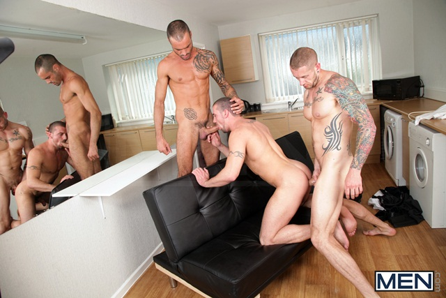 Paparazzi threesome with Marco Sessions Harley Everett and Issac Jones 04 Ripped Muscle Bodybuilder Strips Naked and Strokes His Big Hard Cock torrent photo1 - Paparazzi threesome with Marco Sessions, Harley Everett and Issac Jones