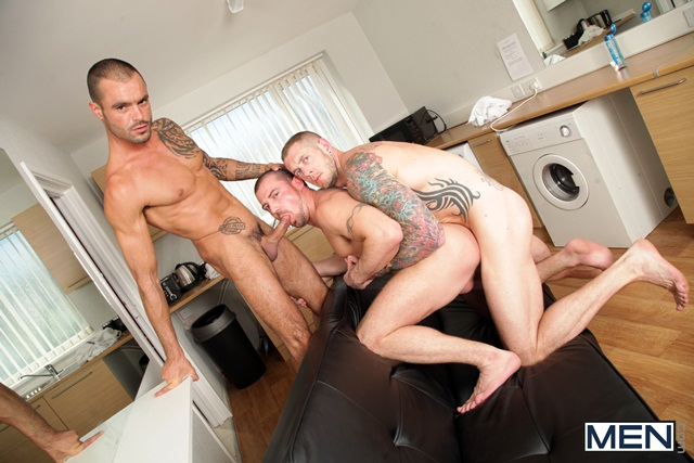 Paparazzi threesome with Marco Sessions Harley Everett and Issac Jones 05 Ripped Muscle Bodybuilder Strips Naked and Strokes His Big Hard Cock torrent photo1 - Paparazzi threesome with Marco Sessions, Harley Everett and Issac Jones