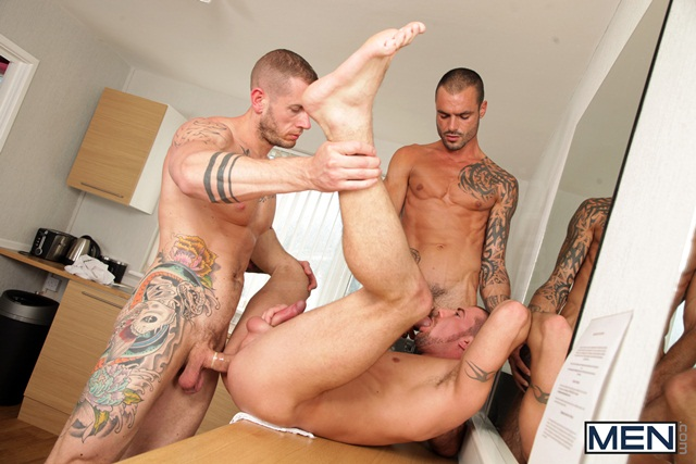 Paparazzi threesome with Marco Sessions Harley Everett and Issac Jones 06 Ripped Muscle Bodybuilder Strips Naked and Strokes His Big Hard Cock torrent photo1 - Paparazzi threesome with Marco Sessions, Harley Everett and Issac Jones