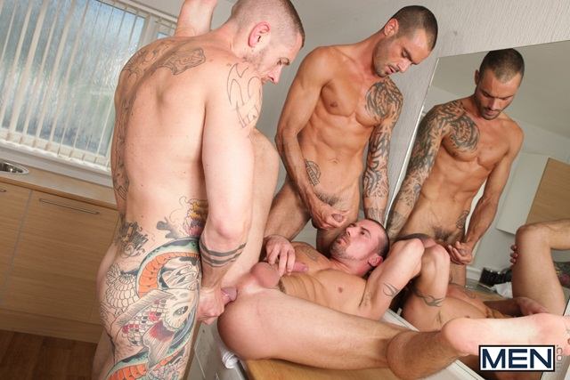 Paparazzi threesome with Marco Sessions Harley Everett and Issac Jones 07 Ripped Muscle Bodybuilder Strips Naked and Strokes His Big Hard Cock torrent photo1 - Paparazzi threesome with Marco Sessions, Harley Everett and Issac Jones