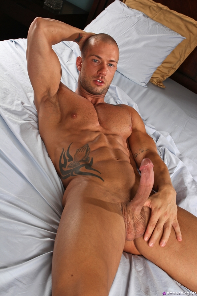 Stroking cock with Rod Daily 02 Ripped Muscle Bodybuilder Strips Naked and Strokes His Big Hard Cock torrent photo1 - Stroking cock with Rod Daily