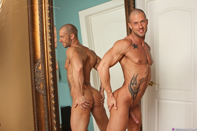 Stroking cock with Rod Daily 04 Ripped Muscle Bodybuilder Strips Naked and Strokes His Big Hard Cock torrent photo1 - Stroking cock with Rod Daily