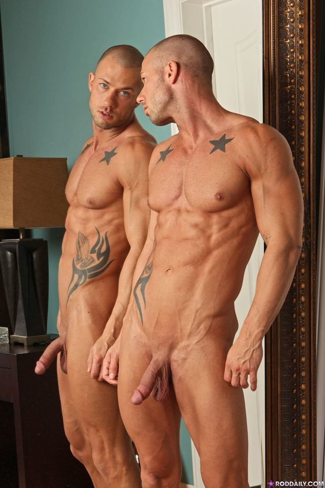 Stroking cock with Rod Daily 05 Ripped Muscle Bodybuilder Strips Naked and Strokes His Big Hard Cock torrent photo1 - Stroking cock with Rod Daily