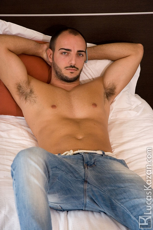 Gay-porn-pics-01-Manuel-Lucas-Kazan-Italian-latin-gay-men-latino-straight-men-naked-straight-latino-men-photo