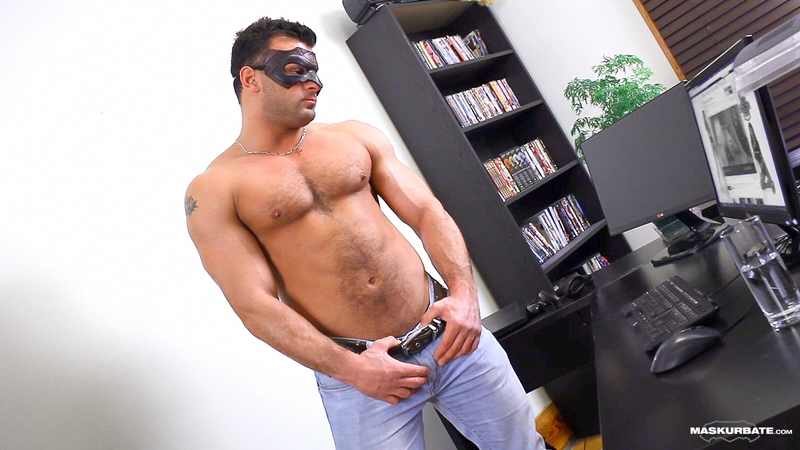 Maskurbate Jeremy Facebook Straight construction worker hockey player bisexual men sucked fucked sexy guy 002 tube video gay porn gallery sexpics photo - Straight construction guy Jeremy jerks off his big cock in a mask