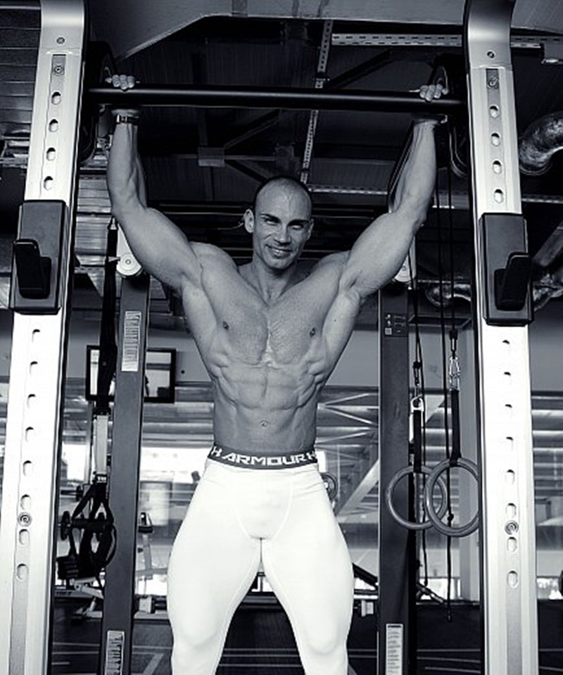 JockMenLive Lex Harris bodybuilder champion Ripped young daddy type flex competition weight lifter bulk bodybuilding natural muscled hunk 002 gay porn sex porno video pics gallery photo - Jock Men Live nude bodybuilder big muscle man Lex Harris