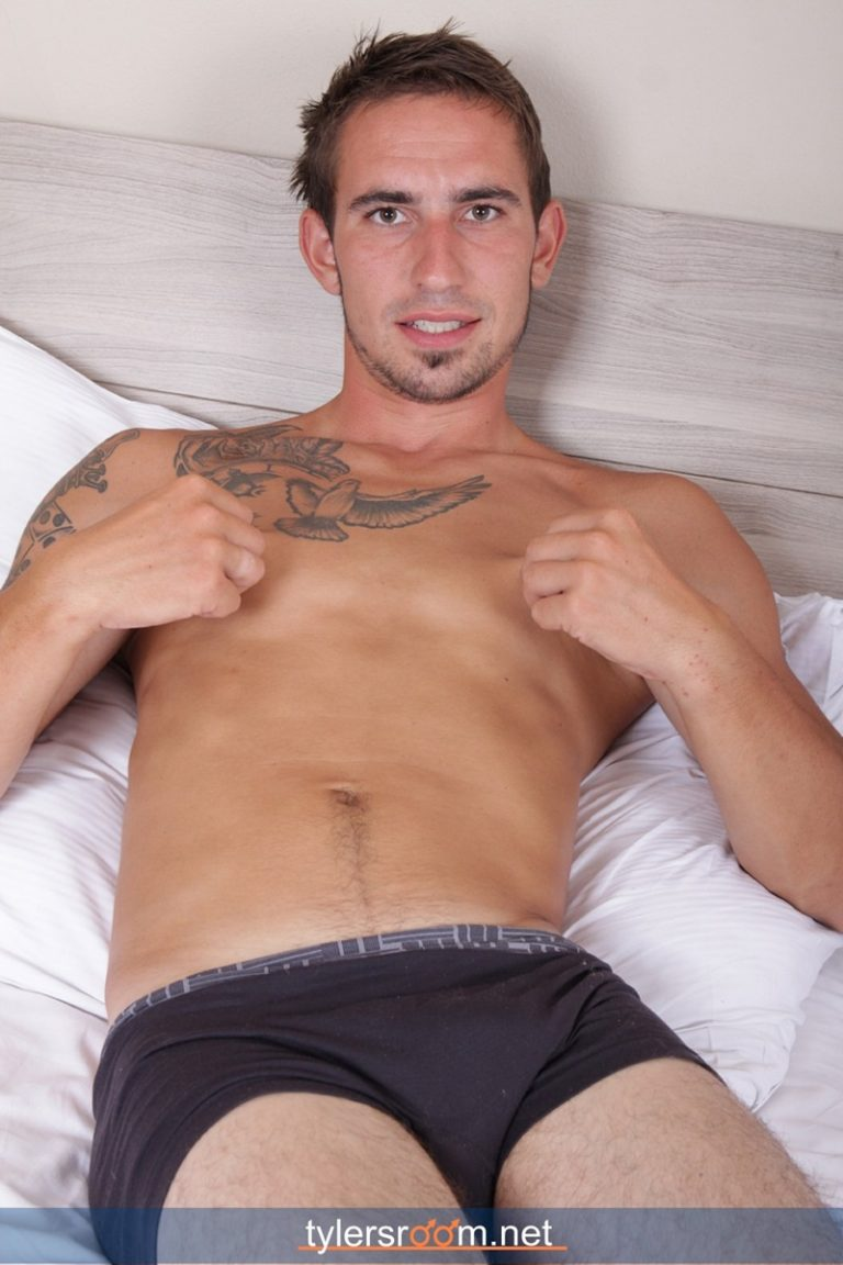 TylersRoom naked young man Sexy 27 year old Chris Reed tattooed ripped toned body big uncut cock jerking muscle hunk 01 gay porn star sex video gallery photo 768x1152 - 27 year old Chris Reed shows off his tattooed toned body jerks his big uncut cock