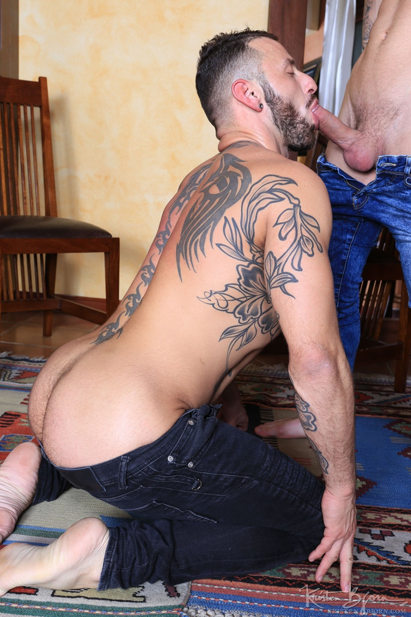 Tattoo Muscle Likes Being Sucked Off