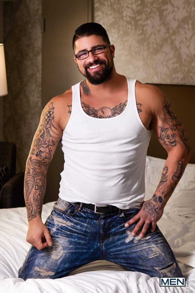 Sexy tattooed muscle stud Ryan Bones huge dick fucks blonde twink Harvey Sid tight bubble ass 005 gay porn pics - Sexy tattooed muscle stud Ryan Bones's huge dick fucks blonde twink Harvey Sid's tight bubble ass
